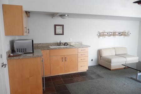Newly Remodeled Guest House with Pool/Garden View - Westlake Village - House