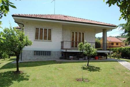 Meravigliosa Villa con Parco - Bed & Breakfast