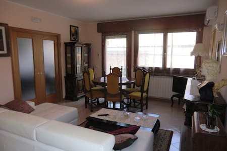 APARTMENT 10 MINUTES FROM VENICE - Apartamento