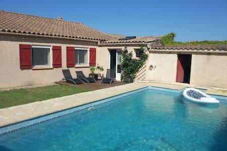 Villa calme avec piscine chauffée - Dom