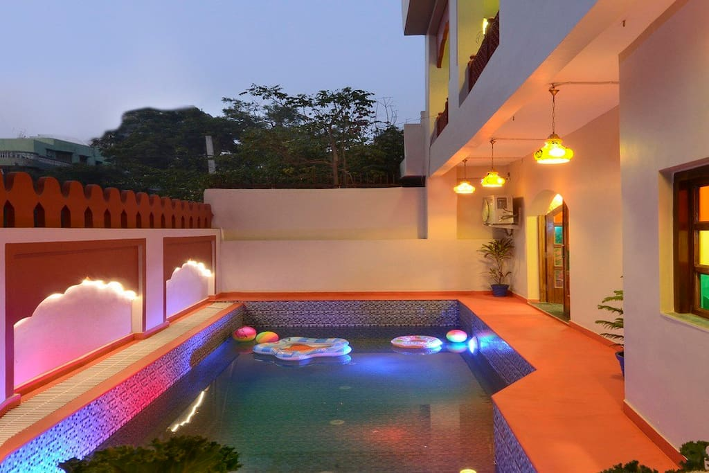 SWIMMING POOL OUT DOOR