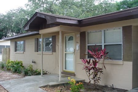 All you need for a Snowbird retreat for the winter - Lake Wales