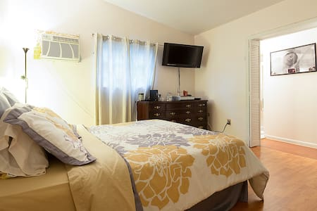 Private room with bathroom - Pembroke Pines - Bed & Breakfast