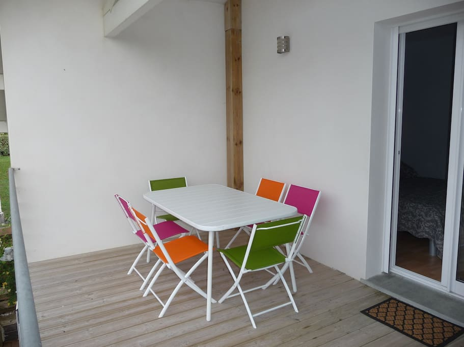 Grande terrasse en bois exotique / Terrace