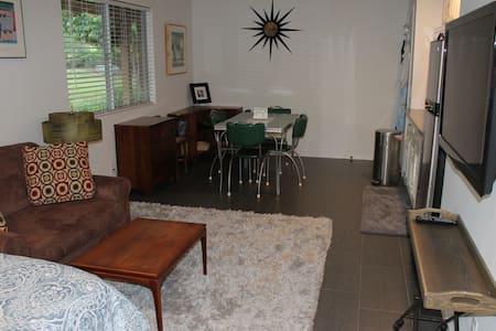 Cozy apartment in Vista oasis!