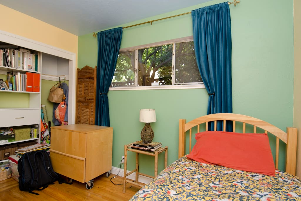 One of the two cozy guest rooms. It actualy has a brand new Queen bed, not a Twin, as shown in this photo.