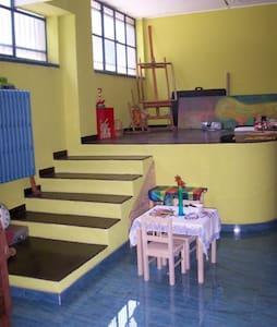 un loft di 100 mq curato e colorato - Loft