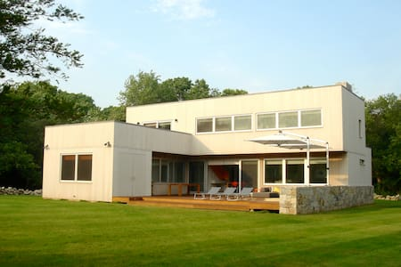 Mid-century Modern Beach House, RI - South Kingstown - Haus