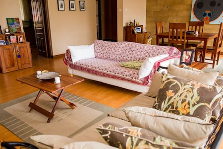 Secure & spacious Apt., Washer/Dryer, Maid - Nairobi - Appartement
