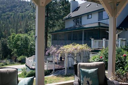Farmhouse near Yosemite / East Room - Ház