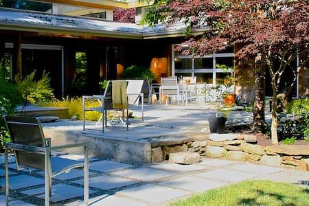 Open house: 3 acre forest/garden - Ház