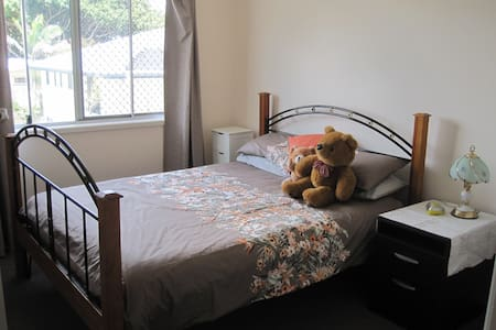 Comfortable Accommodation - Bald Hills - Bed & Breakfast