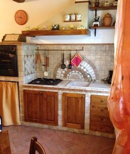 TRA MARE E COLLINA! - House