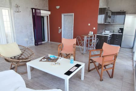 AIGIO AKOLH AVITHOS Ideal for couples, beach 200m - Daire