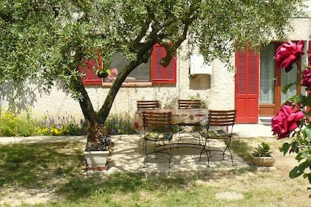 Les Romarins, charming rooms. - Bed & Breakfast