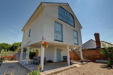 Modern, light, spacious beach house - Camber - Casa