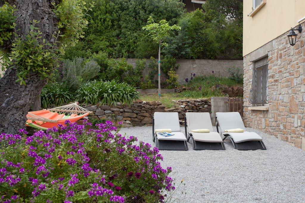 Rez de jardin vue mer jacuzzi 3p apartments for rent in for Jardin 3p