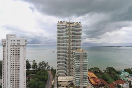 Seafront Sky hut (海濱小屋 -無敵海景) - George Town - Apartamento