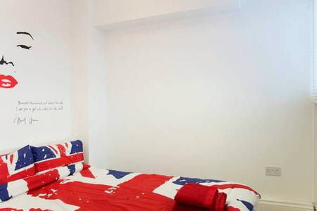 Central - Double Room - Fast WIFI