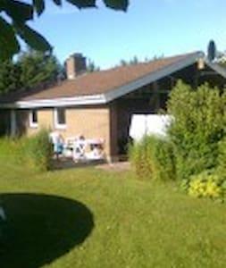 Dejligt sommerhus på stor grund - Bindslev - House