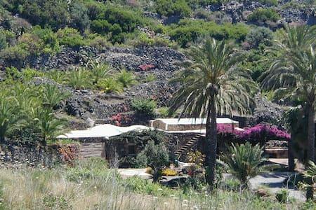 Dammuso a Pantelleria con giardino - Pantelleria