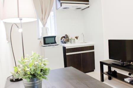 My  apartment is renovated at April 2015,about 160 sqt, furnished and decorated in western style. It's located in a quiet area. Just  1 min  walk from MTR  station (Jordan station).