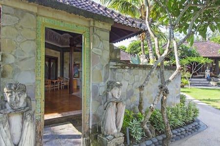 Saba room