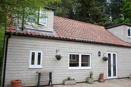 Rural, peaceful holiday lodge close to beaches. - North Runcton - Casa