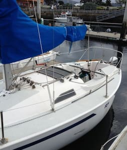 Romantic and affordable sleep in a 22' sailboat - Monterey - Boat