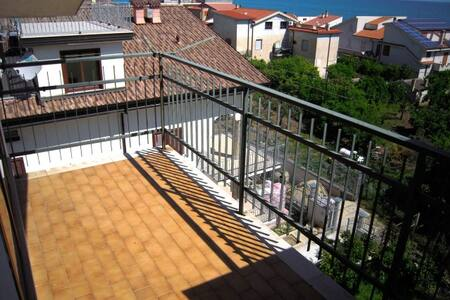 Stoccolma Mansarda with sea view - Borgata Marina - Apartment