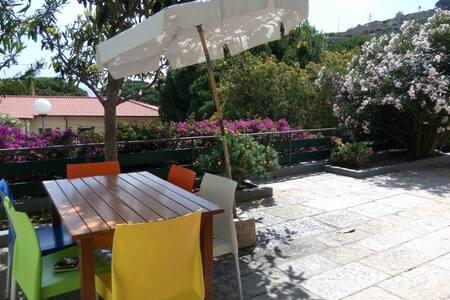 Casa Fiorita, a due passi dal mare - Seccheto - Apartment