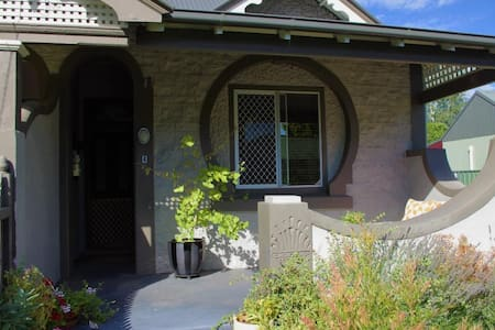 Entire c.1890 cottage - 1 bedroom - House