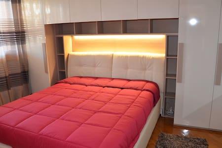 Comodissimo appartamento in zona EUR - Roma - Apartment
