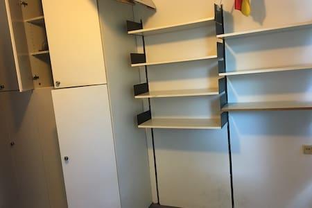 An empty single apartment(23-28th) - Monaco - Dormitorio