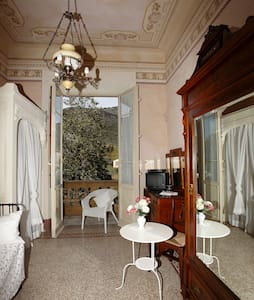 Single vintage room, back to 30s - Lucca