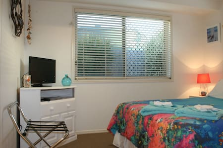 Oaks Beach Bed & Breakfast Homestay - Burnett Heads - Bed & Breakfast