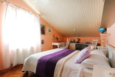 *Shabby chic* private room in attic - Šibenik - Bed & Breakfast