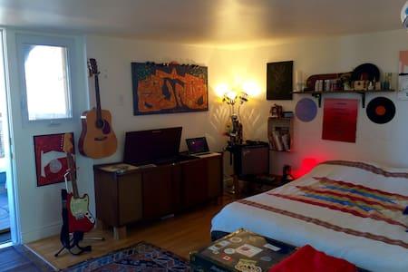 Spacious studio on Mont-Royal - Montréal - Apartment