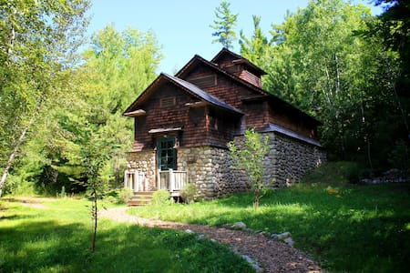 The Old Icehouse - Historic Cabin - Cottage