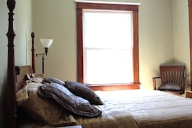 Picture of Lovely Room w/ Amenities Downtown!