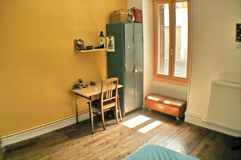 Chambre jaune annecy centre   appartements à louer à annecy