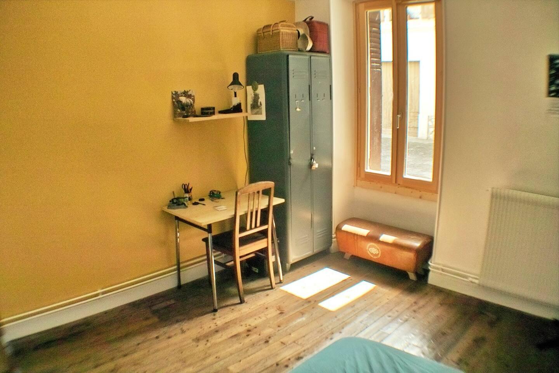Chambre orange et jaune for Chambre a louer annecy