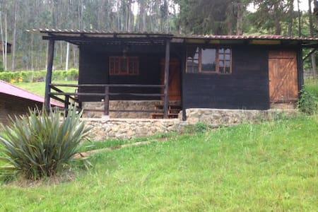 Cabaña en campo Tomebamba Paute Ecuador - Cabanya