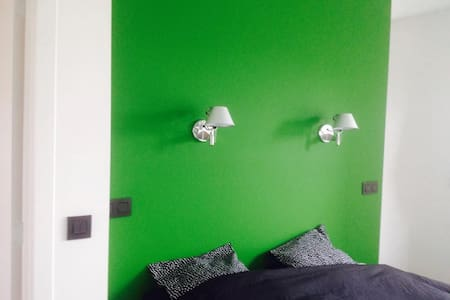Cosy room with private bathroom & breakfast - Oudenaarde - Hus