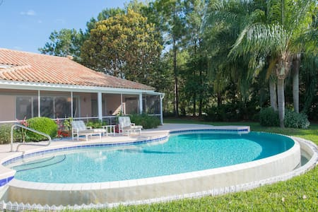 Villa pool on lake near Orlando - Villa