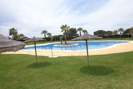 Chalet  junto a  playa con piscina - Casa
