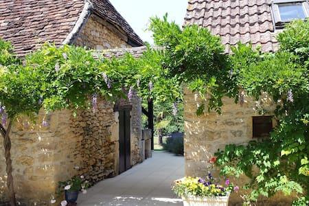 Charme du Périgord Noir-Lascaux - Haus