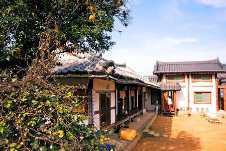 Korean Traditional House!! :-) - Seolcheon-myeon, Namhae-gun - Casa de camp