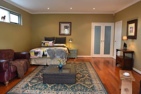 Beautiful large room - Floreat - House