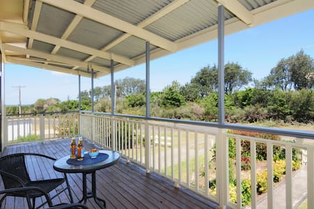 Maysie's Beach House on the shores of Jervis Bay - Callala Beach